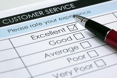 kundenzufriedenheitsindex berechnen - Customer Service Übersicht mit Stift